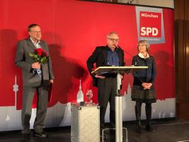 Roland Fischer, Stv. Vorsitzender der Münchner SPD, hält die Laudatio